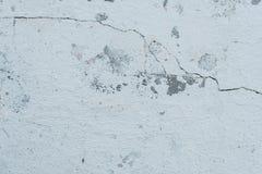 Muurfragment met attritions en barsten stock foto's