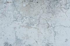 Muurfragment met attritions en barsten stock afbeelding
