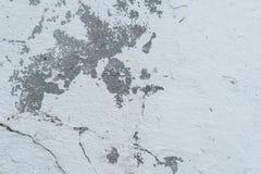 Muurfragment met attritions en barsten stock foto