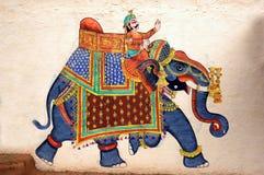 Muurschilderij van Olifant bij het Paleis van de Stad, Udaipur Stock Foto's