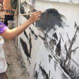 Muurschildering het schilderen in de muur Royalty-vrije Stock Foto's