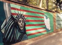 Muurschildering tegen Amerikanen op de muren van vroegere Amerikaanse Emba royalty-vrije stock foto's