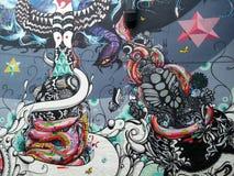 Muurschildering van straatkunst met psychedelische cijfers en abstracte adelaars Sao Paulo Royalty-vrije Stock Fotografie
