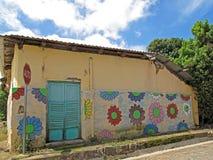 Muurschilderingschilderijen op huis, Ruta De Las Flores, El Salvador Stock Afbeeldingen