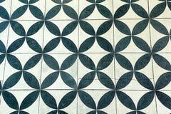 Muurtegels met herhaald zwart-wit cirkelpatroon royalty-vrije stock foto