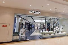 Mux shoppar kvinnliga skor Royaltyfri Fotografi