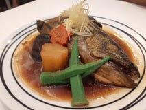 Muy delicioso cocida cabeza de color salmón en un restaurante de lujo foto de archivo