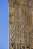 Muzealny rocznik drewniany podpisuje wewnątrz Humahuaca i niebieskie niebo, Argentyna Zdjęcia Stock