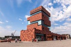 Muzeum przy rzeką w Antwerp, Belgia - MAS - Zdjęcie Royalty Free