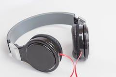 Muziekconcept - hoofdtelefoons op witte achtergrond Royalty-vrije Stock Afbeeldingen