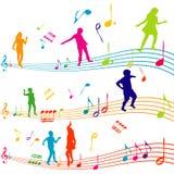 Muzieknota met jonge geitjessilhouetten het dansen Royalty-vrije Stock Afbeeldingen