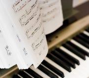 Muzieknoten op componist of piano Stock Fotografie