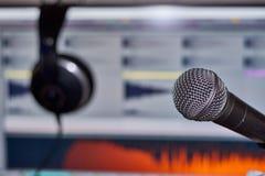 Muziekproductie met Hoofdtelefoon Stock Foto's