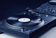 Muziekspeler die vinylmuziek met kleurrijke abstracte lijnen spelen Royalty-vrije Stock Afbeelding