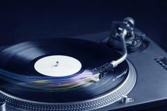 Muziekspeler die vinylmuziek met kleurrijke abstracte lijnen spelen Royalty-vrije Stock Foto
