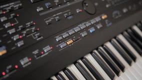 Muzieksynthesizer stock footage