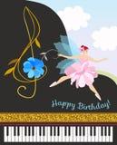 Muzikaal feemeisje in roze tutu met g-sleutel in vorm van kosmosbloem en zwarte overleg grote piano Gelukkige verjaardagskaart stock illustratie