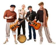 Muzikale band met hun instrumenten op wit Stock Foto's