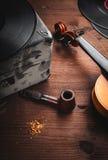 Muzikale instrumenten en oude voorwerpen Royalty-vrije Stock Afbeeldingen