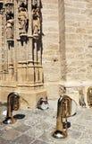 Muzikale instrumenten tijdens een onderbreking, buiten de Kathedraal van Sevilla, Spanje royalty-vrije stock afbeelding