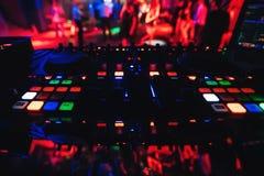 Muzikale paneelraad en DJ voor muziek DJ in een nachtclub Royalty-vrije Stock Fotografie