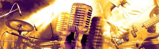 Muzikale prestaties op stadium De recreatie en de muziek tonen stock fotografie