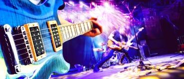 Muzikale prestaties op stadium De recreatie en de muziek tonen stock afbeeldingen