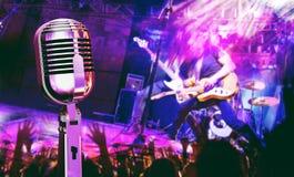 Muzikale prestaties op stadium De recreatie en de muziek tonen royalty-vrije stock foto's