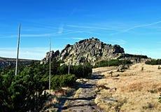Muzske som är kameny i Krkonose berg Arkivfoton