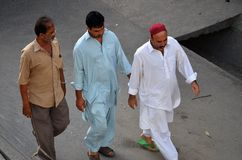 Muzułmańscy mężczyzna na ich sposobie meczet, Tanzania Zdjęcia Stock