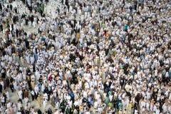 Muzułmańscy pielgrzymi objeżdża świętego Kaaba w mekce w Arabia Saudyjska Obrazy Royalty Free