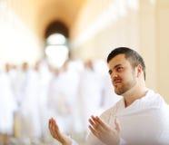 Muzułmańscy pielgrzymi przy Miqat zdjęcia stock