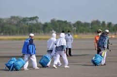 Muzułmańscy pielgrzymi przyjeżdżali w Indonezja po kończyli rocznego haj Fotografia Stock