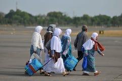 Muzułmańscy pielgrzymi przyjeżdżali w Indonezja po kończyli rocznego haj Obraz Royalty Free