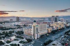 Muzułmańska architektura w Hohhot mieście Wewnętrzny Mongolia przy półmrokiem obrazy royalty free