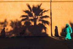 Muzułmańska kobieta past ścienny pełnym cienie Obraz Stock