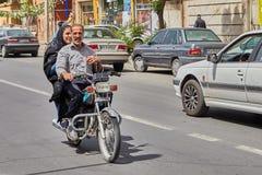 Muzułmańska para na motocyklu, Kashan, Iran Fotografia Royalty Free