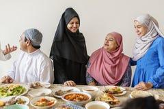 Muzułmańska rodzina ma Ramadan ucztę Obrazy Royalty Free
