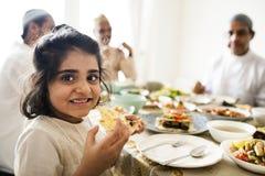 Muzułmańska rodzina ma Ramadan ucztę Zdjęcia Stock