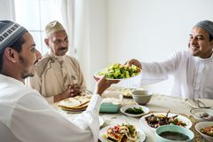 Muzułmańska rodzina ma Ramadan ucztę Zdjęcia Royalty Free