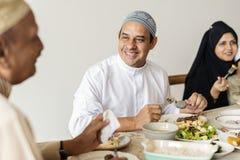 Muzułmańska rodzina ma Ramadan ucztę Obrazy Stock