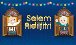 Muzułmańska starego człowieka i kobiety pozycja na Malajskim stylowym okno, odświętności Raya festiwal Zdjęcia Royalty Free