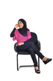 Muzułmański uczeń stresujący się podczas gdy studiujący Fotografia Royalty Free