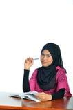 Muzułmański uczeń z notatnikiem i piórem Zdjęcie Royalty Free