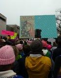 Muzułmańskie Amerykańskie kobiety ludzie Jesteśmy Większy Niż strachu, kobiet ` s Marzec tłumu wmarsz, znaki i plakaty, Waszyngto Obraz Stock