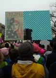 Muzułmańskie Amerykańskie kobiety ludzie Jesteśmy Większy Niż strachu, kobiet ` s Marzec tłumu wmarsz, znaki i plakaty, Waszyngto Zdjęcia Stock