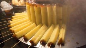 Muzułmańskiej przekąski handmade naan flatbread robić z całą banatką w st Zdjęcia Stock