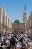 Muzułmanie zbierali dla cześć Nabawi meczetu, Medina, Arabia Saudyjska Zdjęcie Stock