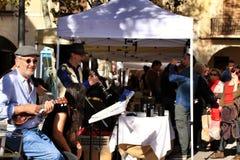 Muzycy bawić się przy lokalnym ekologicznym rynkiem w Elche zdjęcia stock