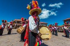 Muzycy i tancerze w peruvian Andes przy Puno Peru fotografia royalty free